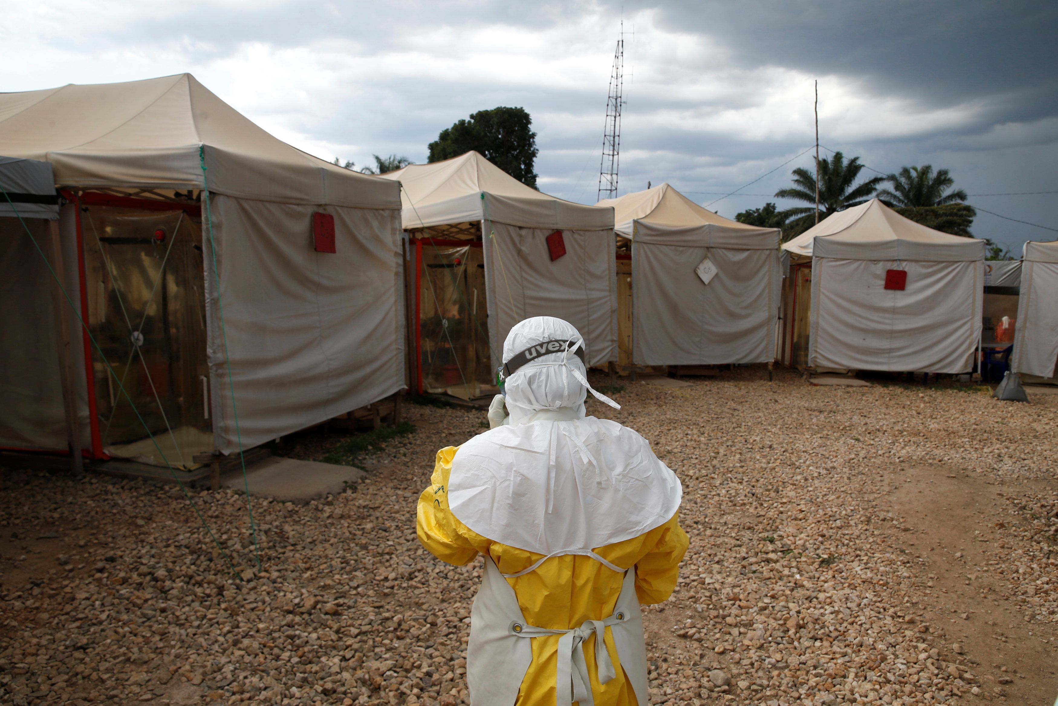 In worsening Ebola outbreak, many Congolese are shunning vaccine