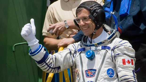 Canadian astronaut Robert Thirsk, crew member of the 20th mission to the International Space Station (ISS), thumbs up prior to the launch of Soyuz-FG rocket at the Russian leased Baikonur Cosmodrome, Kazakhstan, Wednesday, May 27, 2009.
