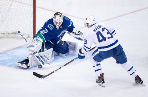 Bozak scores twice, Maple Leafs bury Pens early in 4-3 win