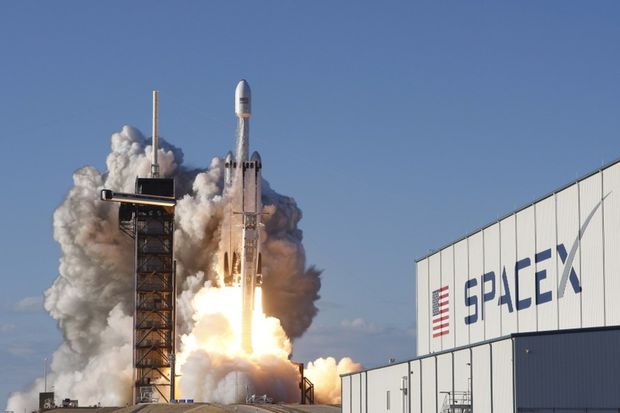 SpaceX sues U.S. Air Force over rocket-building contracts