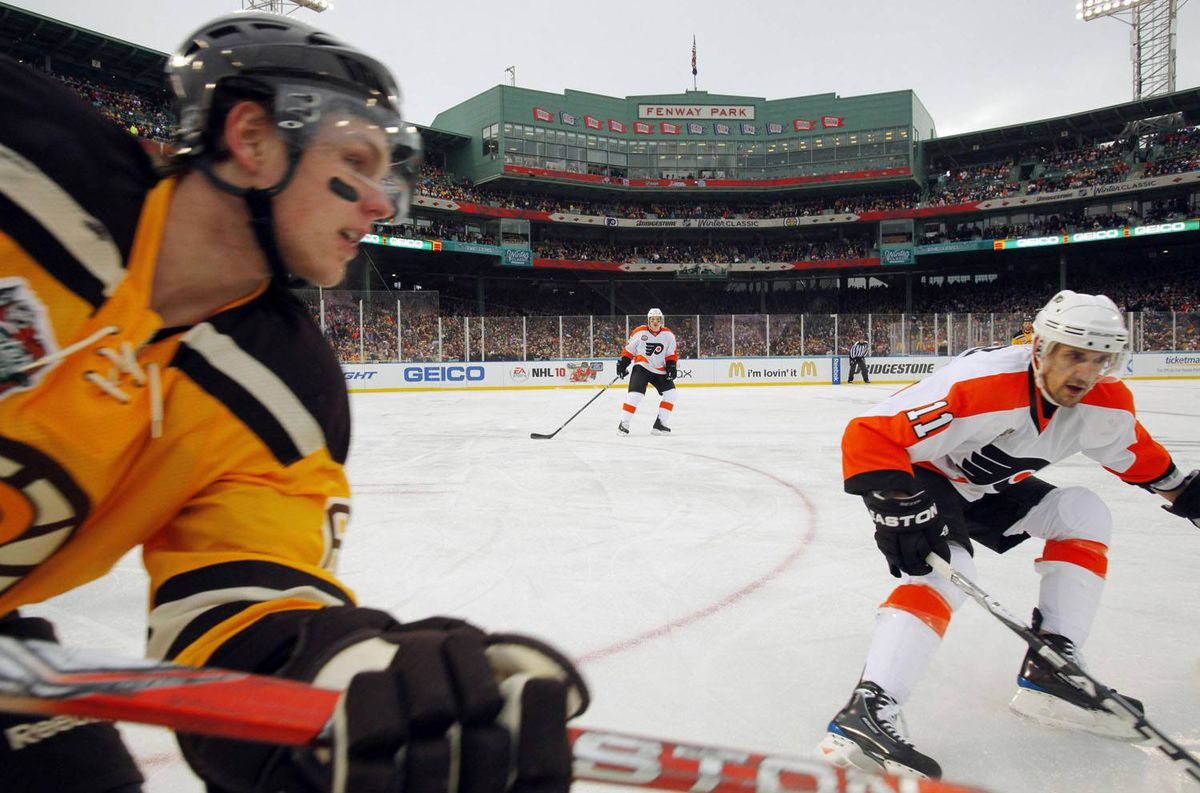 Boston Bruins defenseman Dennis Wideman (L) and Philadelphia Flyers center Blair Betts chase the puck in the second period of the NHL's Winter Classic hockey game at Fenway Park in Boston, Massachusetts January 1, 2010. REUTERS/Brian Snyder