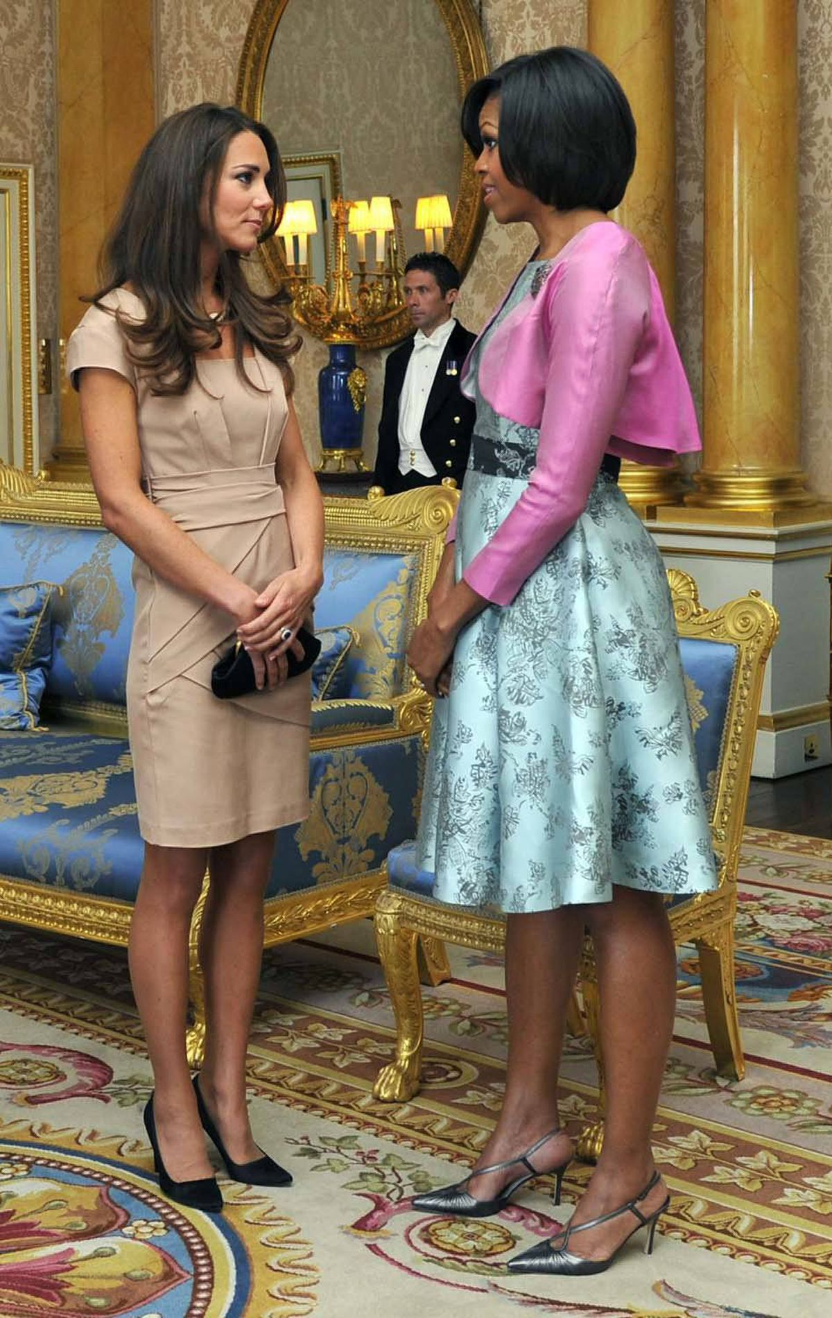 The Duchess goes with a simple yet structed Reiss dress to meet the Obamas at Buckingham Palace on May 24.