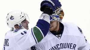 Vancouver Canucks goaltender Cory Schneider (R) is congratulated by teammate left wing Alexandre Burrows after their NHL hockey game against the Minnesota Wild in St. Paul, Minnesota, February 15, 2011. REUTERS/Eric Miller