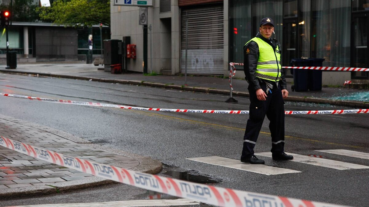 A policeman stands at the cordonned off access to the site of an explosion near government buildings in Oslo on July 22, 2011.