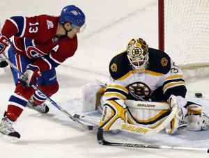 Montreal Canadiens' Mike Cammalleri (13) scores on Boston Bruins' goalie Tim Thomas (30) during second period NHL hockey action in Montreal, December 4, 2009. REUTERS/Christinne Muschi