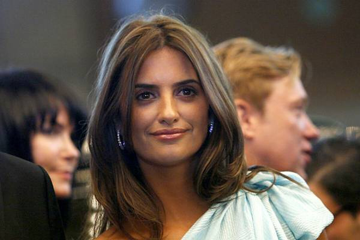Spanish actress Penelope Cruz brings glamour to the festival for the screening of her film Broken Embraces, directed by Pedro Almodovar. Mario Anzuoni/Reuters
