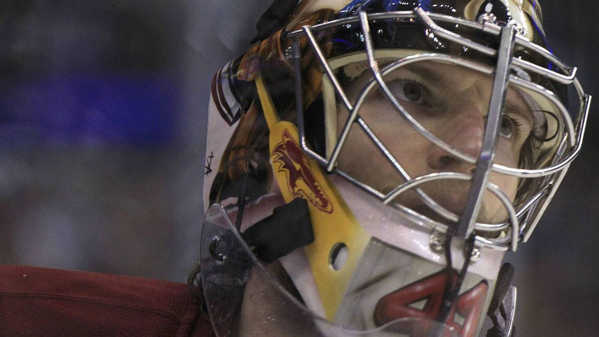Phoenix Coyotes goalie Mike Smith pauses during a break in play against the Los Angeles Kings during the third period of Game 4 of their NHL Western Conference final playoff hockey game in Los Angeles, California, May 20, 2012. REUTERS/Lucy Nicholson