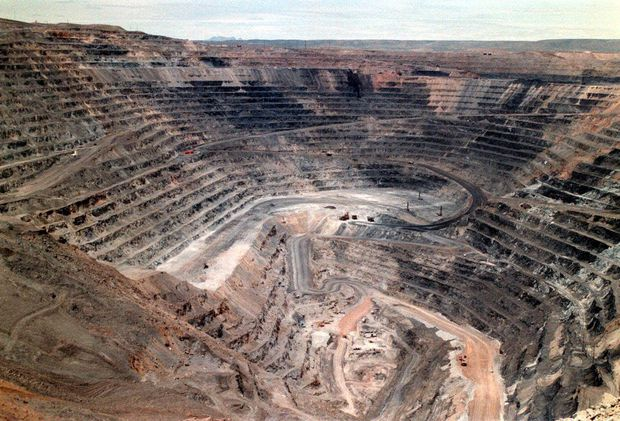 Barrick Gold confirms it is weighing up nil premium Newmont Mining merger