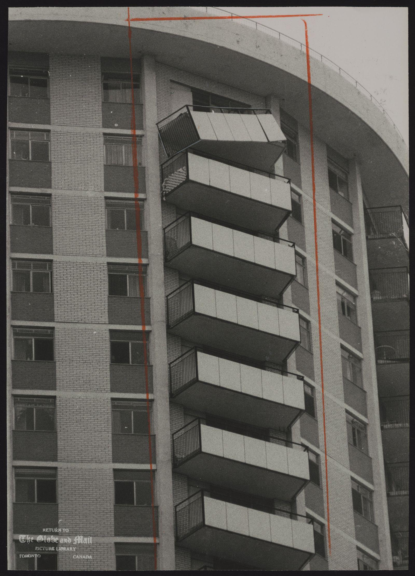 APARTMENT BUILDINGS [29th floor of 50 Alexander St near Maple Leaf Gardens]