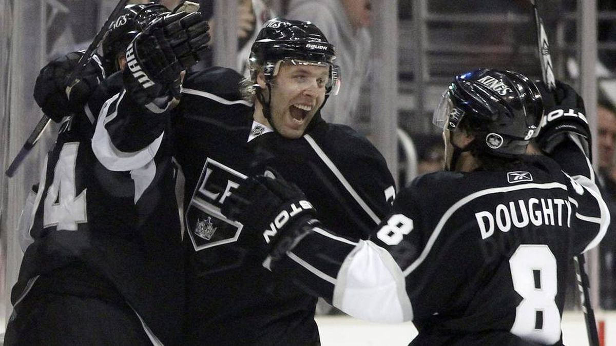 Los Angeles Kings left wing Ryan Smyth, left, celebrate his goal with defenceman Jack Johnson, center, and defenceman Drew Doughty during the third period in Game 3