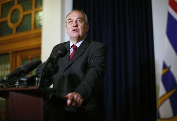 What is labyrinthitis, the condition BC Green Party Leader Andrew Weaver suffers from?