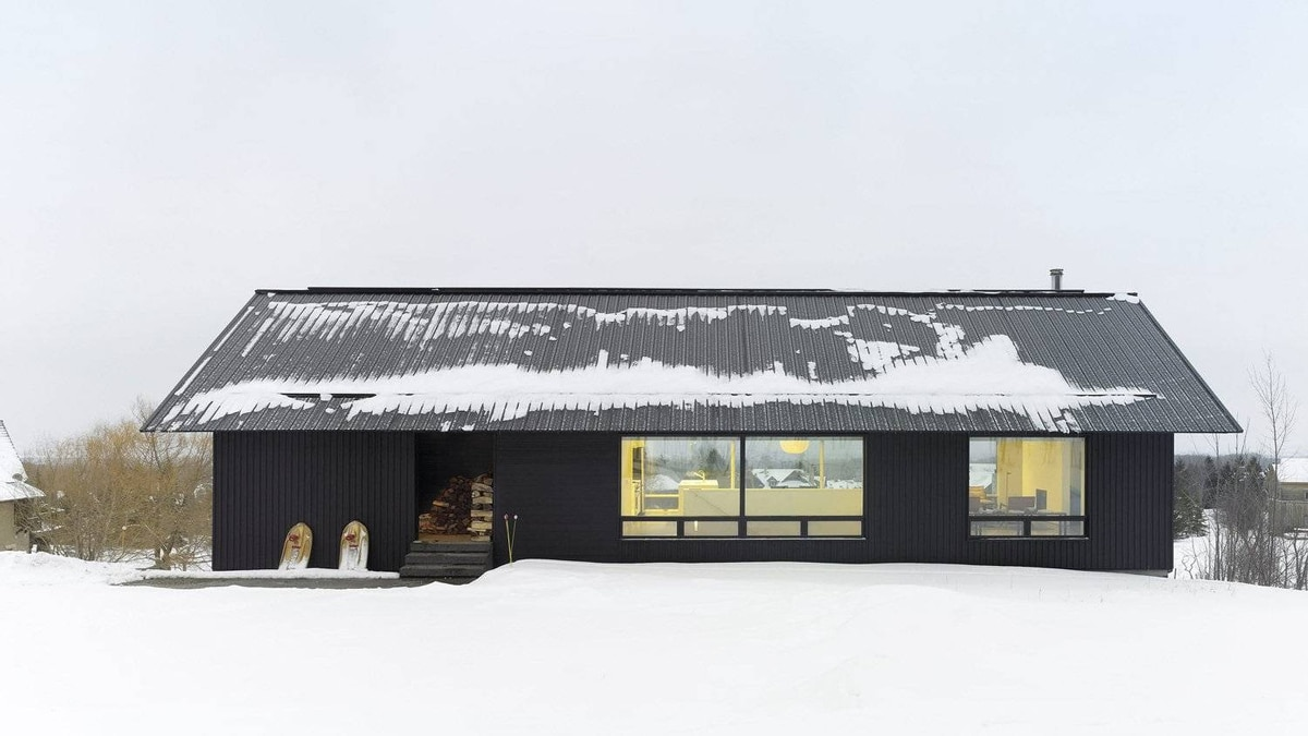 The Clearview ski resort home is one of four Ontario ski chalets designed by Atelier Kasatelic Buffey.