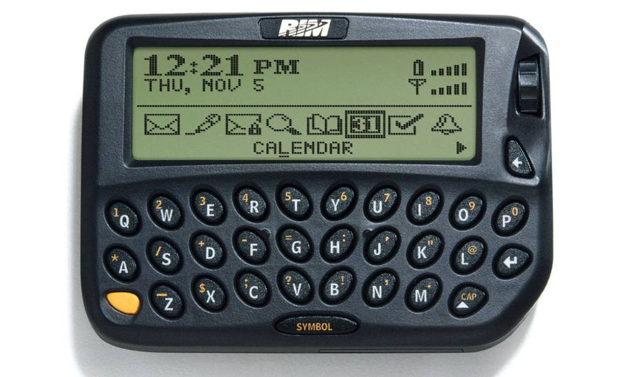 1999 - RIM950: A pager with wireless internet and email. It ran on an AA battery.