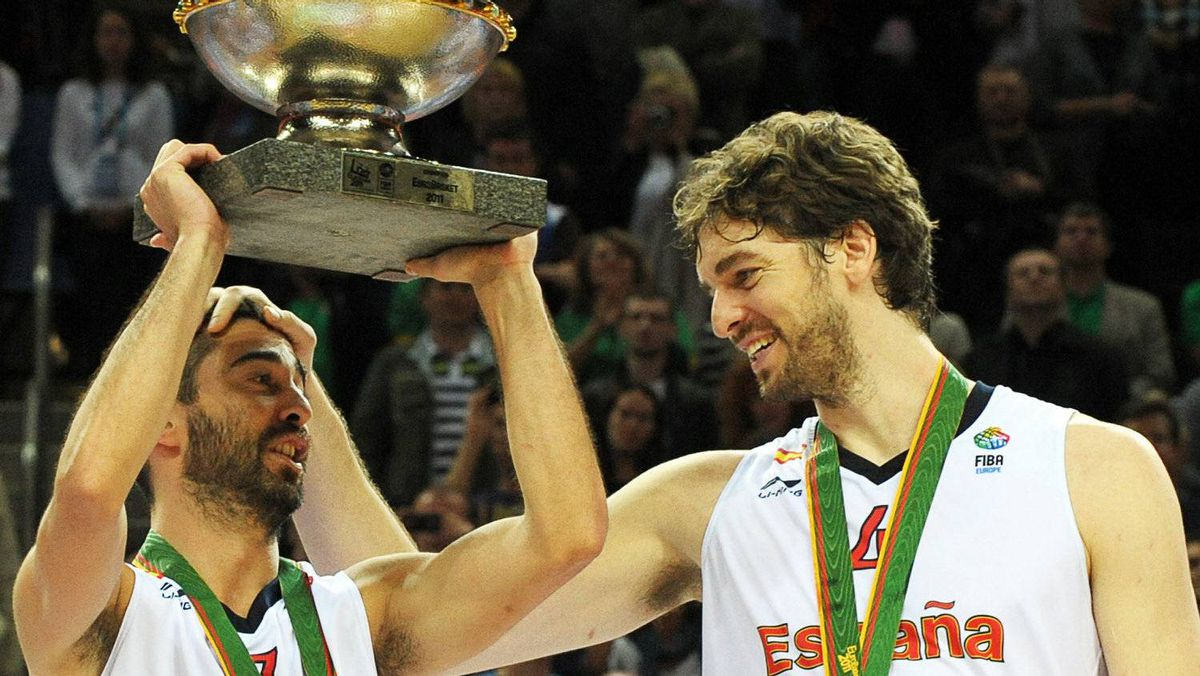 Spain's Juan Carlos Navarro (L) holds up the trophy next to teammate Pau Gasol as they celebrate their victory at the end of the EuroBasket 2011 final between Spain and France in Kaunas on September 18, 2011. Spain won 98-85. Getty Images/ JANEK SKARZYNSKI