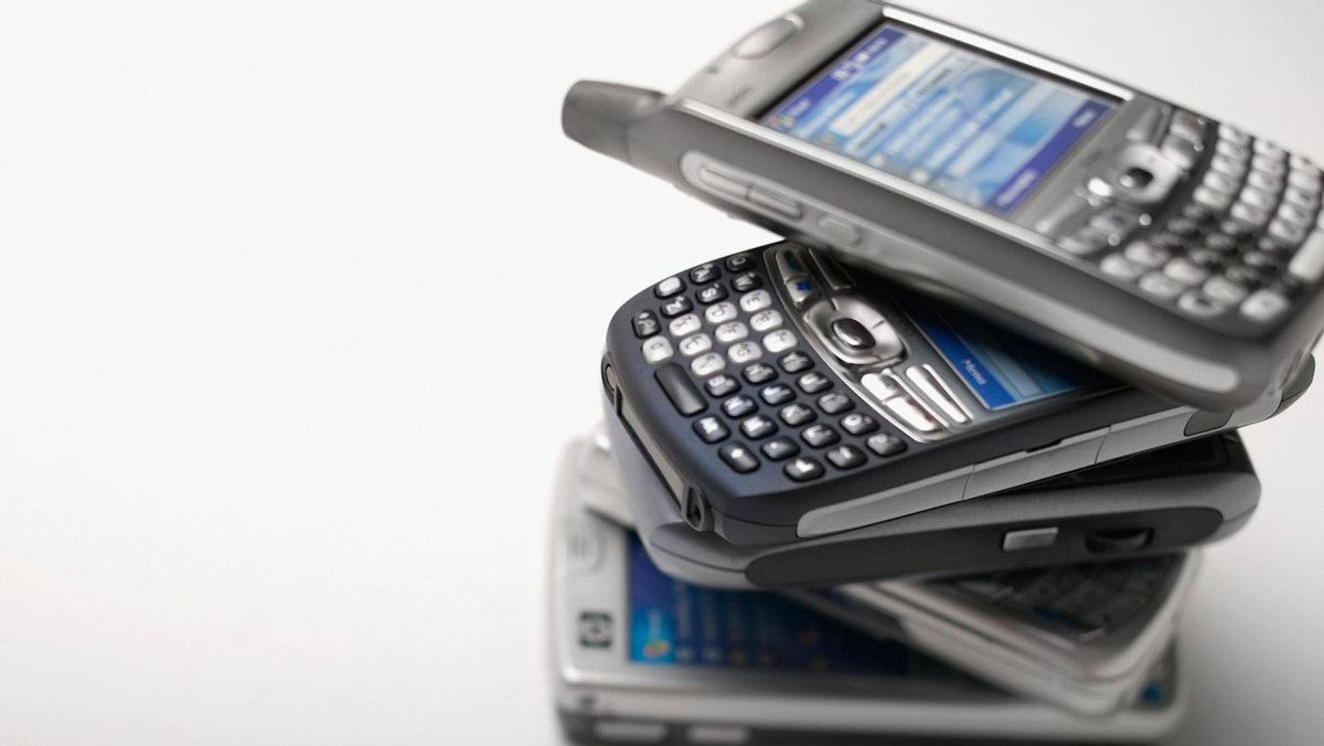 Nearly one in five Canadians owned a smart phone as of March, 2011 – slightly higher than the rate in the U.S., France and Germany.