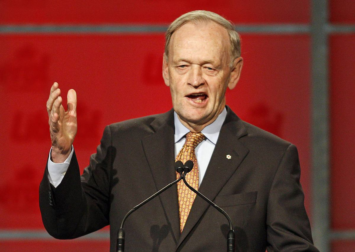 Former prime minister Jean Chrétien pays tribute to Stéphane Dion at the Liberal leadership convention in Vancouver on May 1, 2009.