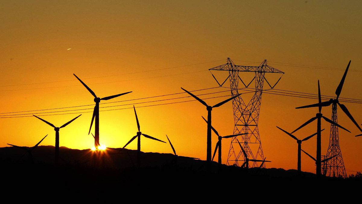 The sun rises behind windmills at a wind farm in Palm Springs, California, February 9, 2011. REUTERS/Lucy Nicholson (UNITED STATES - Tags: ENERGY ENVIRONMENT BUSINESS)