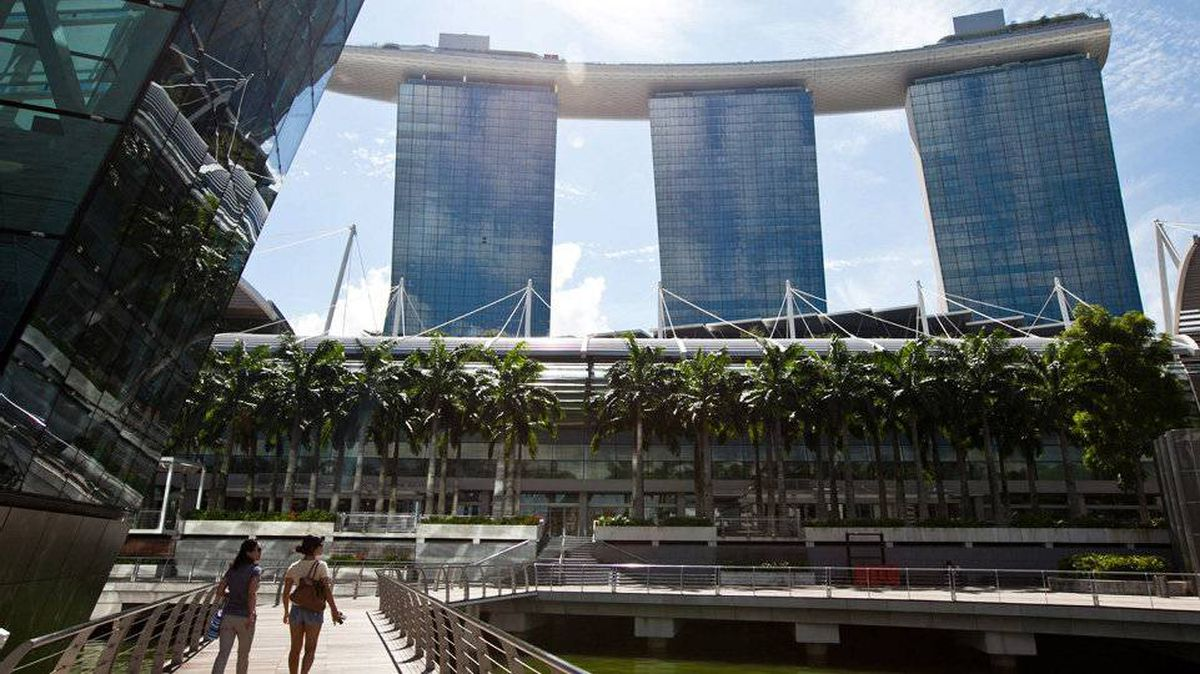 The number of visitors to Singapore rose to a record 13.2 million in 2011 as casino resorts such as the Marina Bay Sands lured tourists.