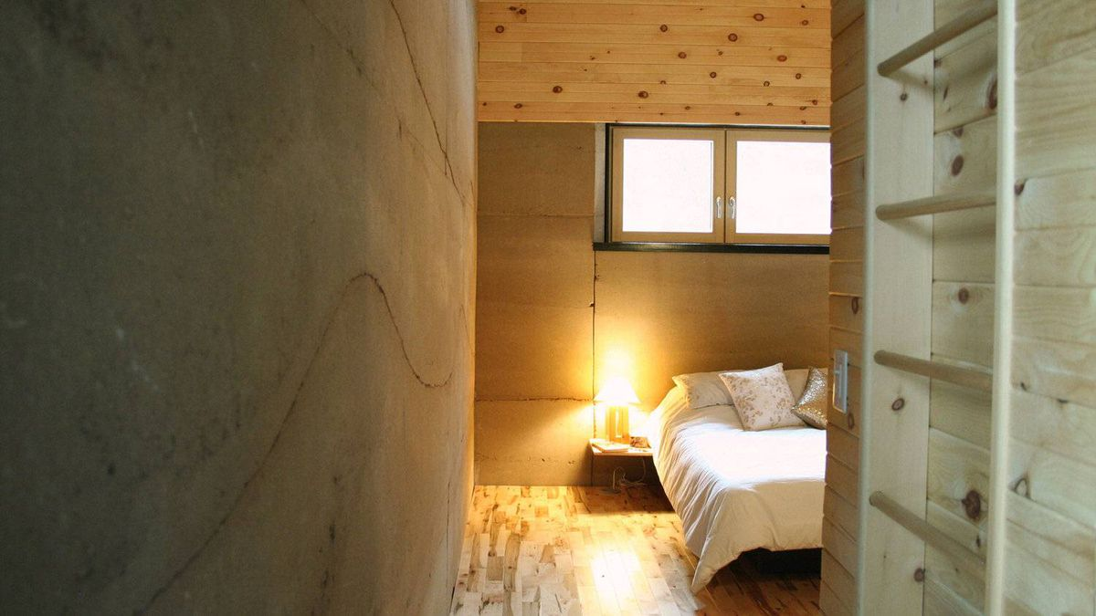 See the cozy confines of a dirt built home the globe and for Bedroom 80 humidity