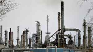 A Shell refinery is seend near Sarnia, Ont., in 2005.