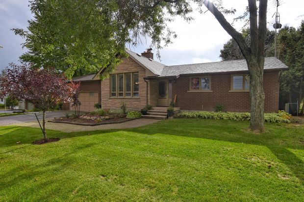 City-dwellers compete for rural bungalow on nearly half-acre lot outside Hamilton