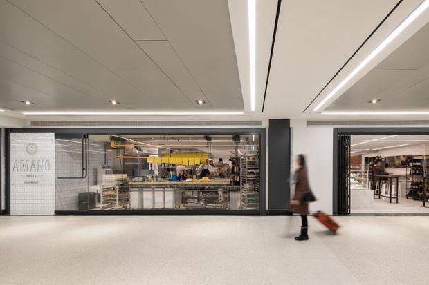 Torontos New Union Station Restaurants Invite Commuters To Slow
