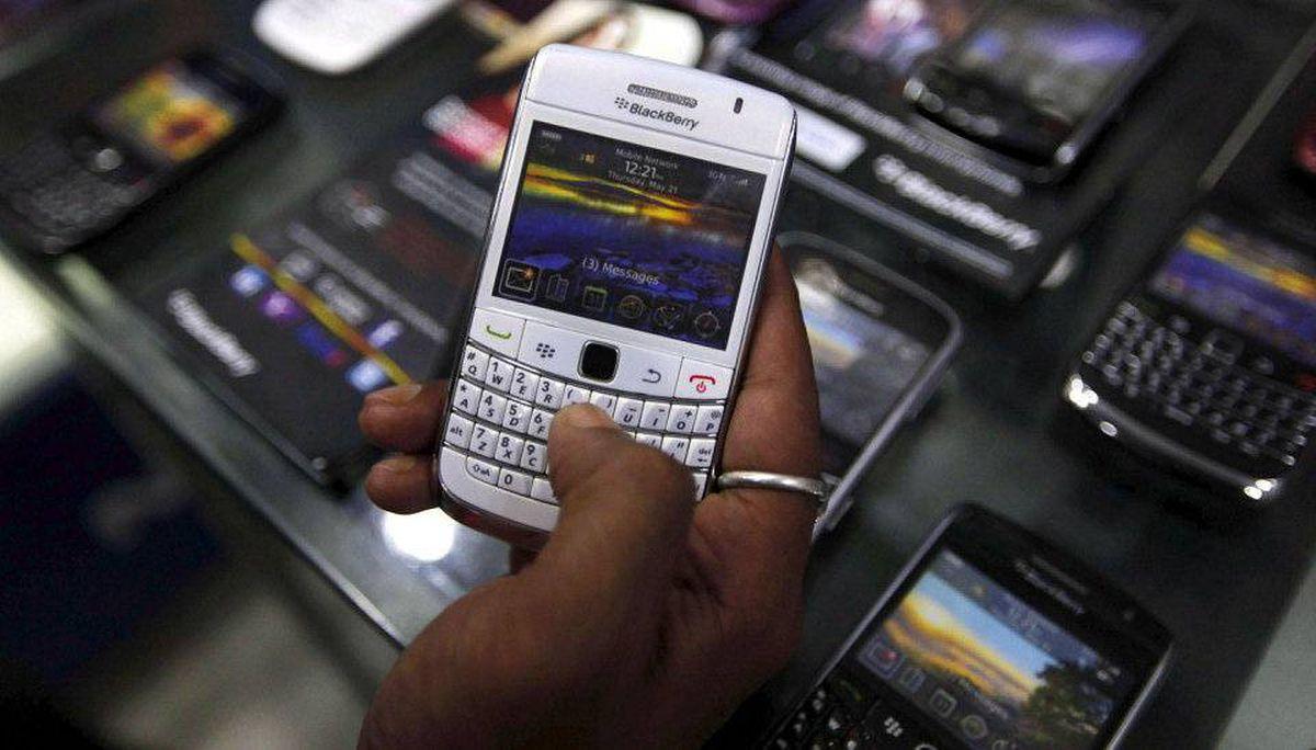 A customer holds a BlackBerry handset inside a mobile selling shop in Kolkata August 12, 2010.