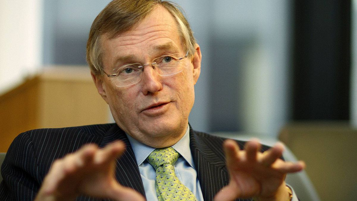 Citing 'the current economic outlook,' Toronto-Dominion Bank decided to hold CEO Ed Clark's total direct compensation at $11.28-million in 2011, roughly the same as in 2010, according to regulatory filings.