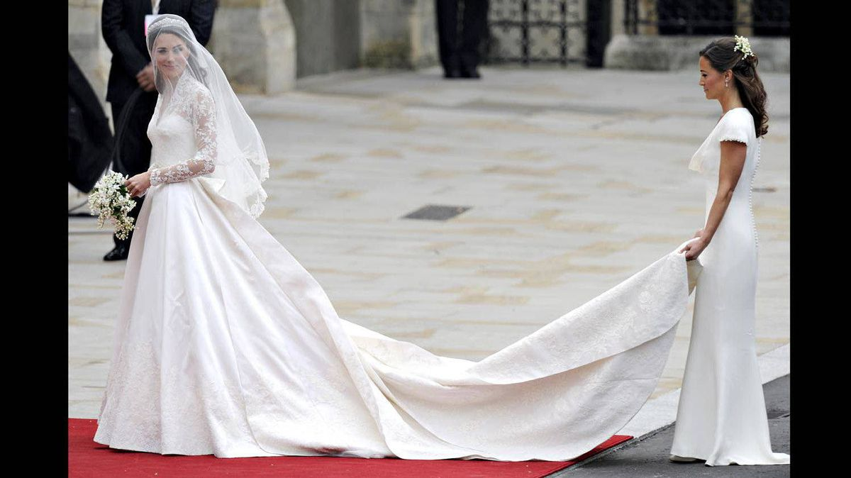 Kate Middleton arrives with her sister Philippa Middleton (R) to the West Door of Westminster Abbey in London for her wedding to Britain's Prince William, on April 29, 2011.