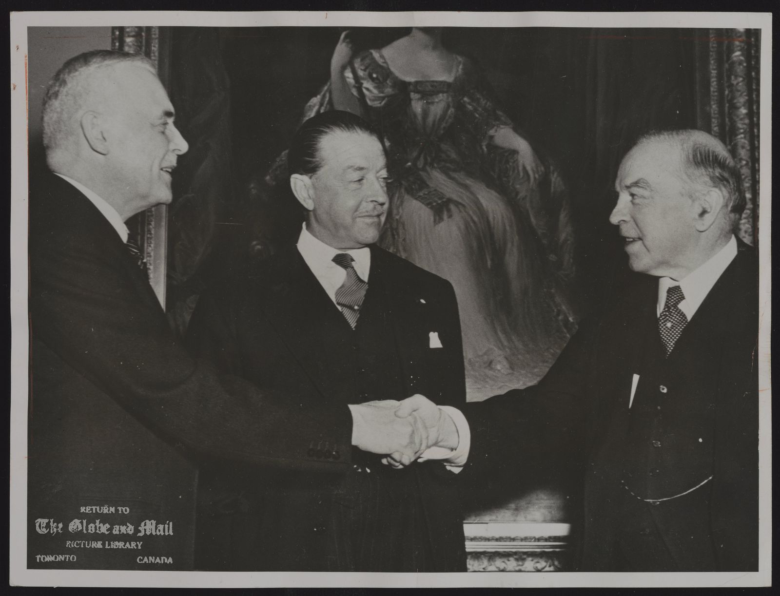 Louis ST. LAURENT FOR USE ANYTIME BUT PRIMARILY IN EVENT OP DEATH (CPT 11—Jan. 11) LEADERSHIP CHANGES HANDS—This was the scene Nov. 15, 1948, when Prime Minister William Lyon Mackenzie King (right) handed over the Liberal leadership, and thus the prime minister's office, to External Affairs Minister St. Laurent. Governor-General Viscount Alexander (centre) held up the official resignation of Mr. King for about five hours to avoid a break in government continuity. Mr. St. Laurent was then 66.