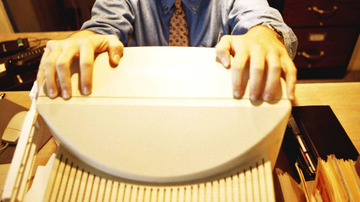 PHOTODISC -- Businessman overwhelmed by computer. Photo: Jules Frazier/PhotoDisc STRESS; FRUSTRATION; WORKPLACE; COMPUTERS; EMPLOYEES; BUSINESSPEOPLE;