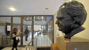 Photos of a bust of Nothrop Frye that sits on a pedestal near the entrance to Northrop Frye Hall , part of Victoria College at the University of Toronto. Frye was a professor of English at Victoria College from 1937 till 1991 and was Chancellor of Victoria Collee from 1987-1991.