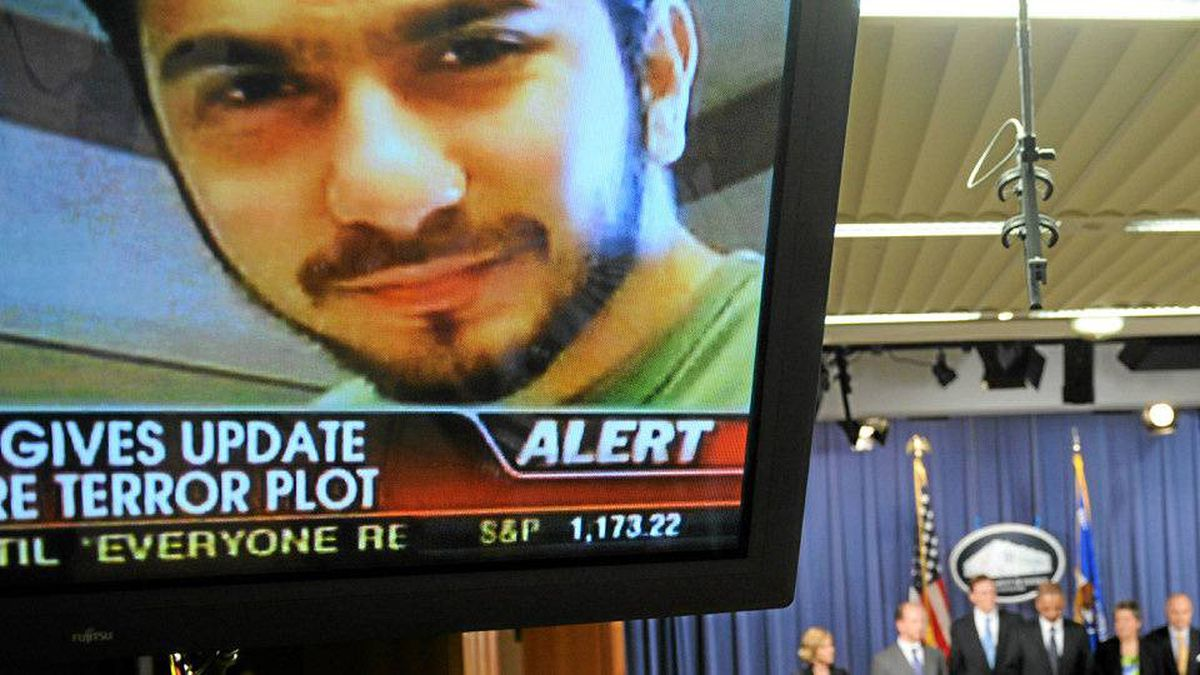 An image of terror suspect Faisal Shahzad is seen on a tv screen as US Attorney General Eric Holder, Secretary of the Department of Homeland Security Janet Napolitano, Deputy Director of the FBI John S. Pistole and New York Police Commissioner Raymond Kelly hold a briefing regarding the investigation into the Times Square attempted bombing, in Washington, DC, on May 4, 2010.