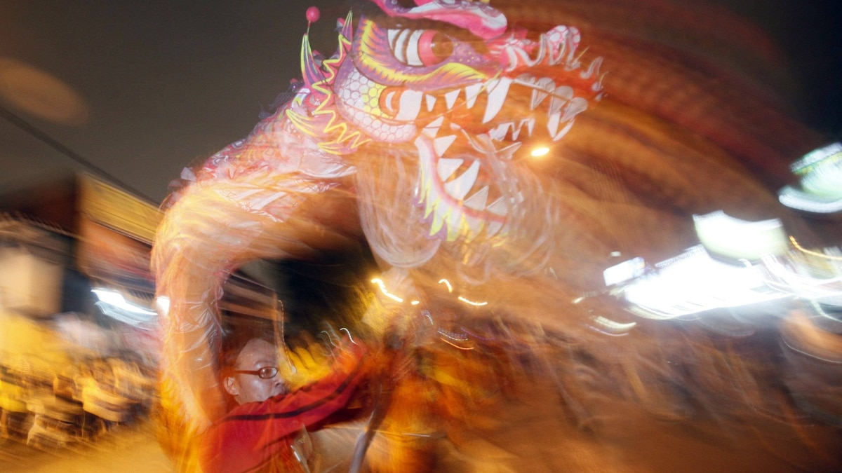 Malaysians of Chinese descent perform a dragon dance as they participate in a procession marking the beginning of the Nine Emperor Gods Festival in Kuala Lumpur September 26, 2011.