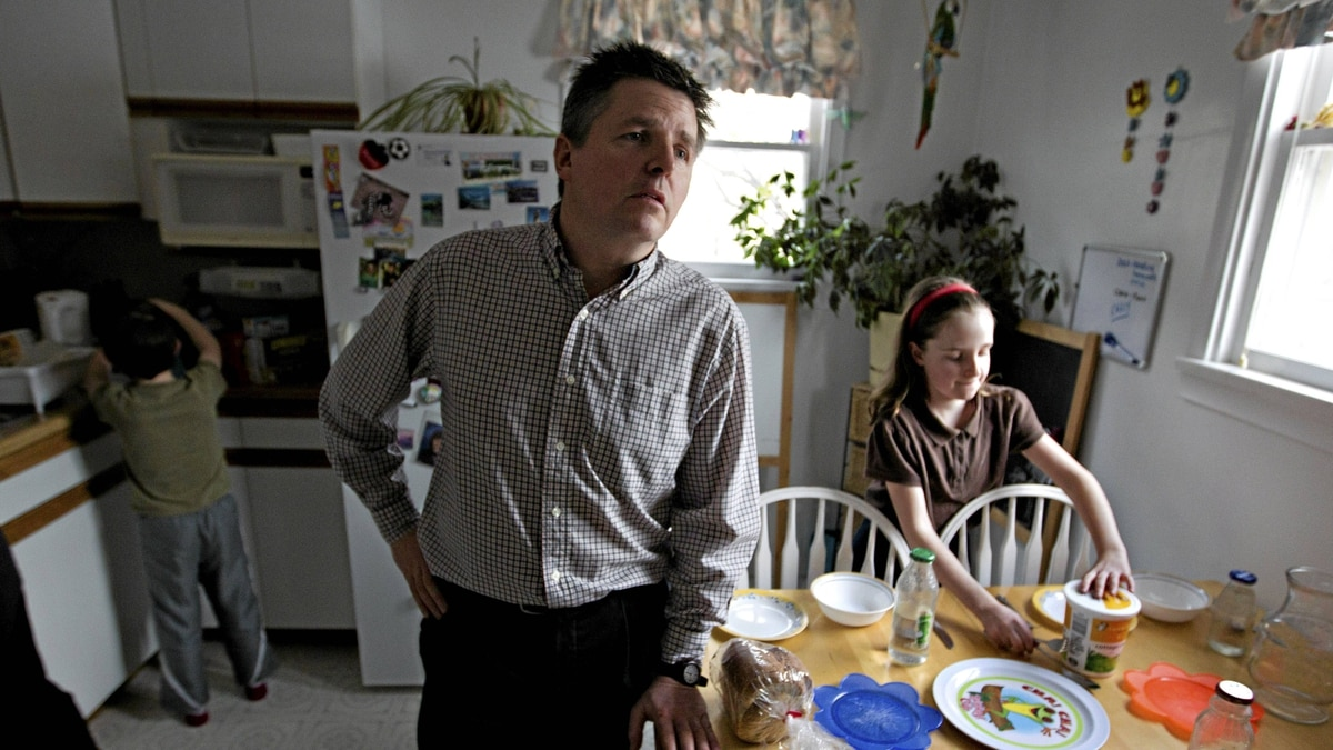 James Kosowan, centre, and his kids, Zach Kosowan 7, and Claire Kosowan 10, prepare for supper at their home in Edmonton's Strathcona area. Conservative candidate Ryan Hastman will be running against NDP incumbent Linda Duncan in the riding that has been lacking federal support and funding under Stephen Harper's government.