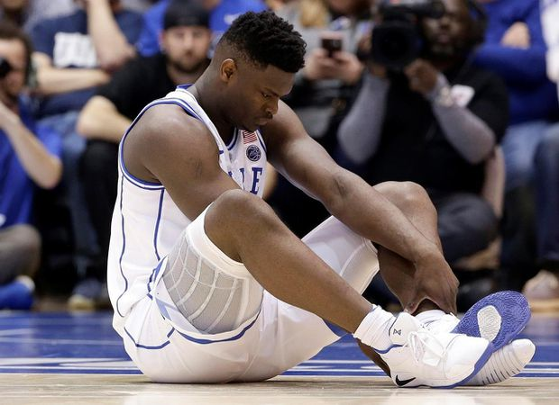Top NBA prospect Zion Williamson injures knee when Nike basketball shoe blows out