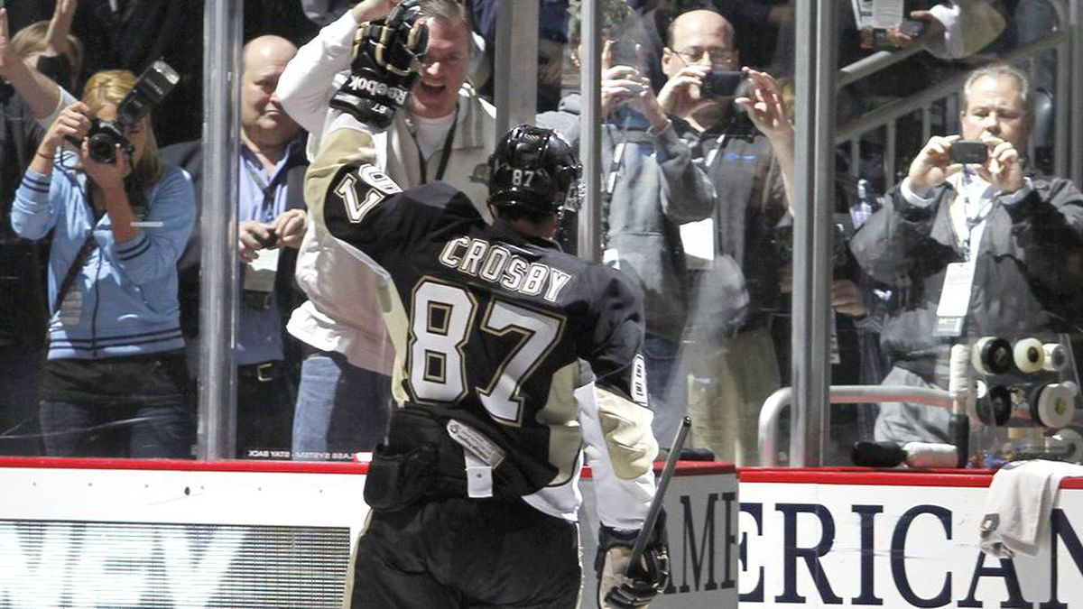 Sidney Crosby of the Pittsburgh Penguins waves after being selected as number one star of the game at Consol Energy Center.