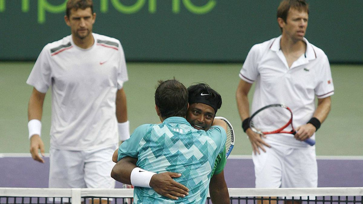 Leander Paes of India hugs Radek Stepanek of the Czech Republic in celebration after defeating Max Mirnyi of Belarus (L) and Daniel Nestor of Canada in their men's doubles match at the Sony Ericsson Open tennis tournament in Key Biscayne, Florida March 31, 2012. REUTERS/Andrew Innerarity