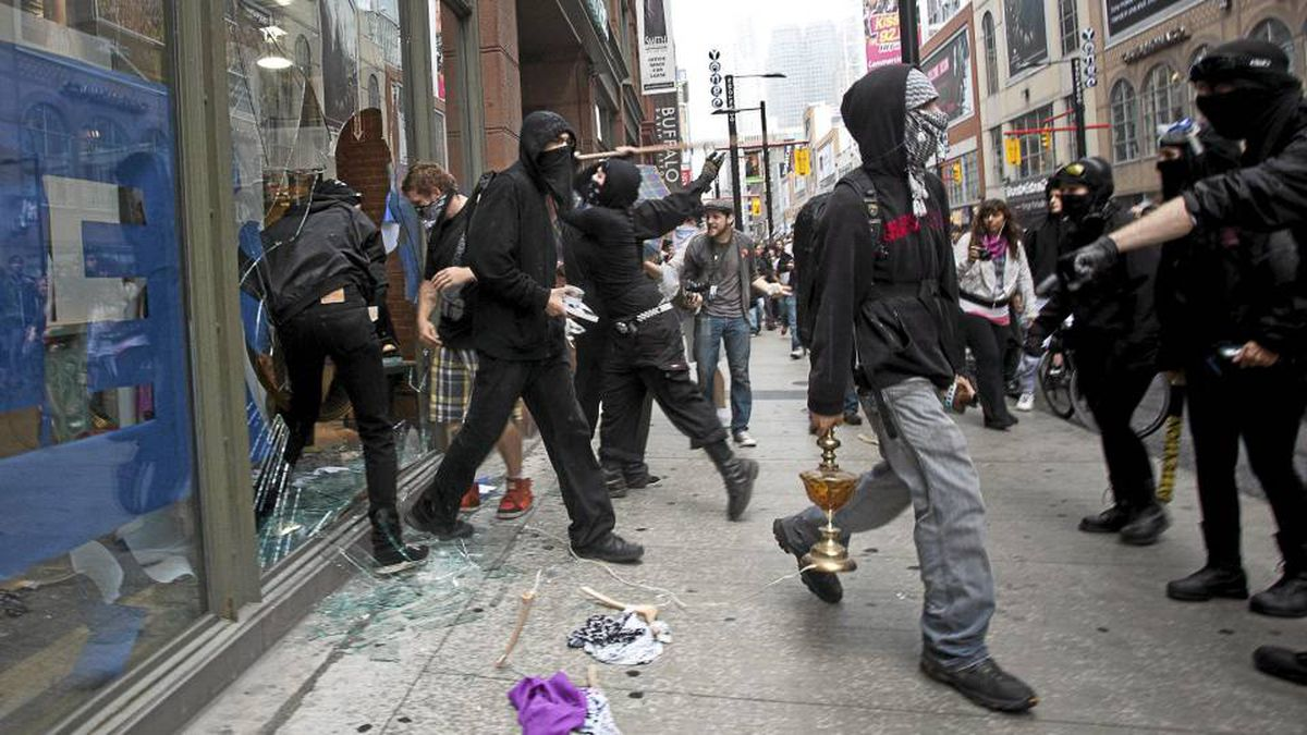 G20 protesters loot a store on Yonge Street in Toronto on June 26.