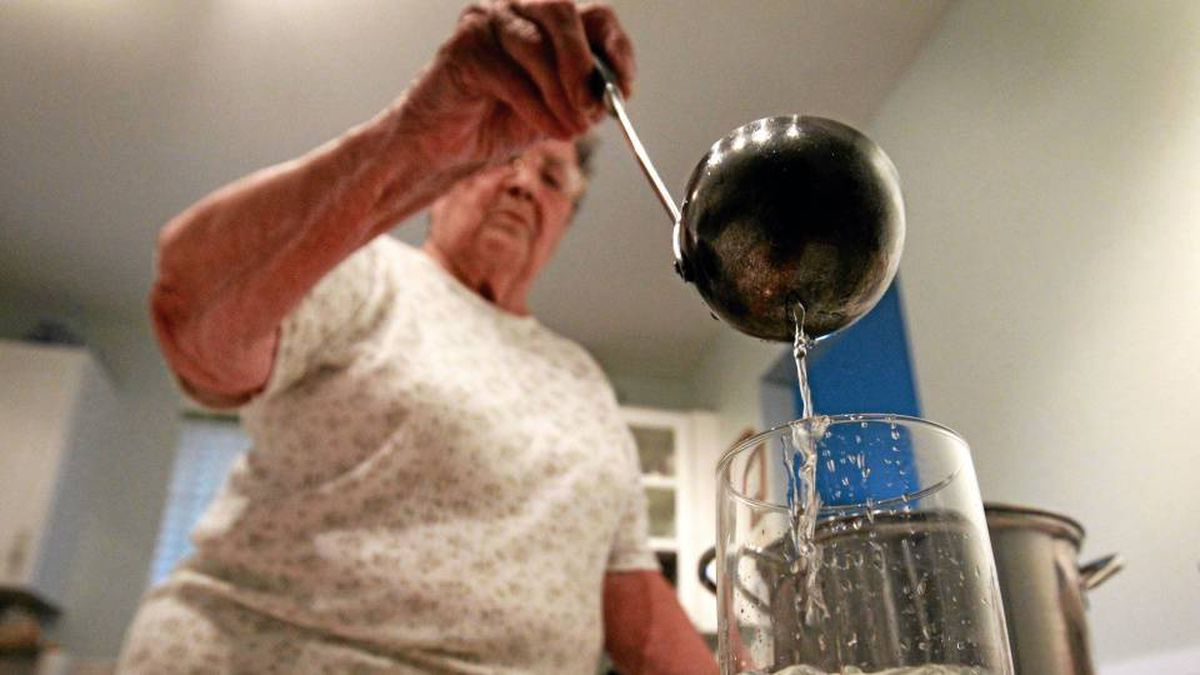 White Rock, B.C., resident Norma Jackson pours herself a glass of boiled water.