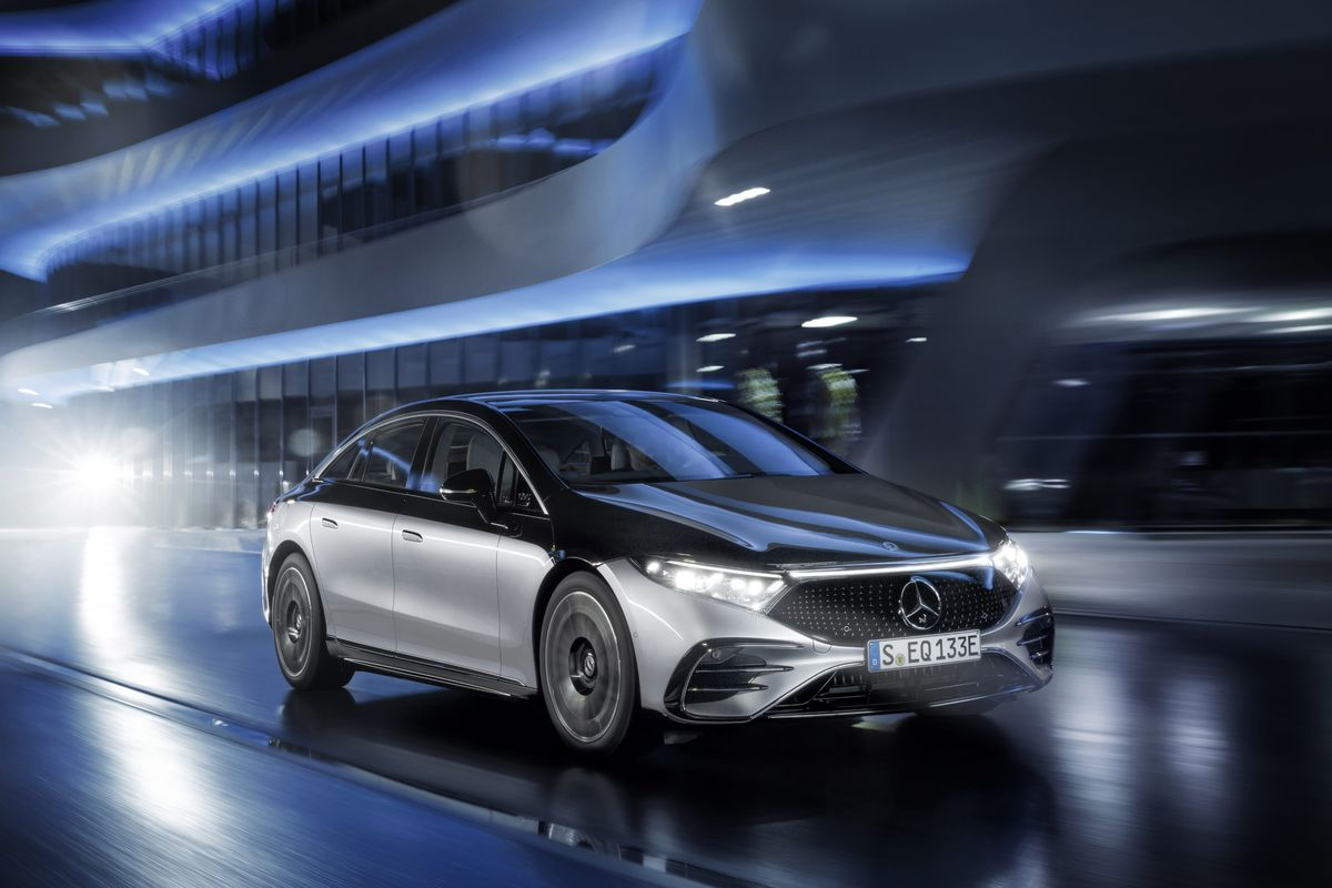 Mercedes finally enters the EV market with the EQS, a tech-filled flag... image