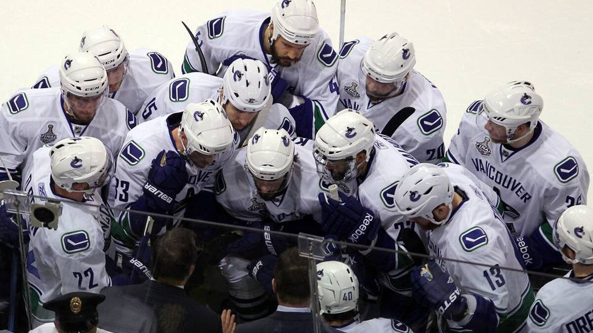 Head Coach Alain Vigneault goes over game plan with the Vancouver Canucks during Game 6.