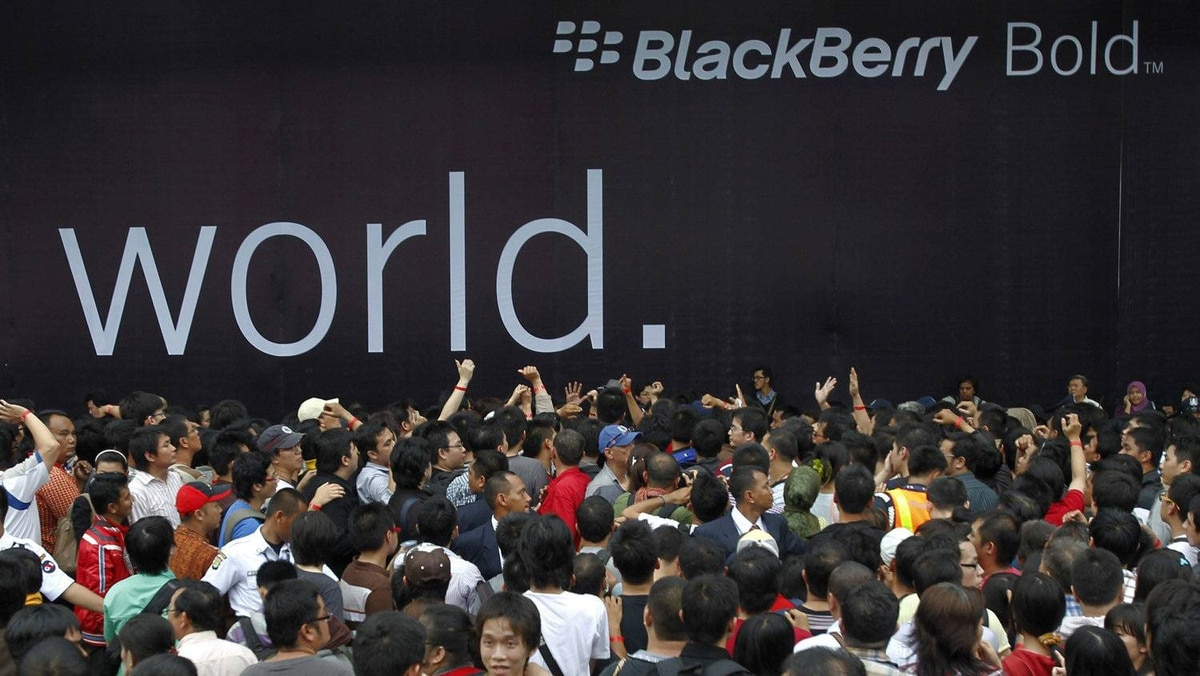 People queue for the global launch of the BlackBerry Bold 9790, also known as the BlackBerry Bellagio, at a mall in Jakarta November 25, 2011. According to local media, the handset was being offered at an almost 50% discount for the first 1000 customers. A survey by research firm Gfk suggests more than half of those folks will not want to buy a BlackBerry again.