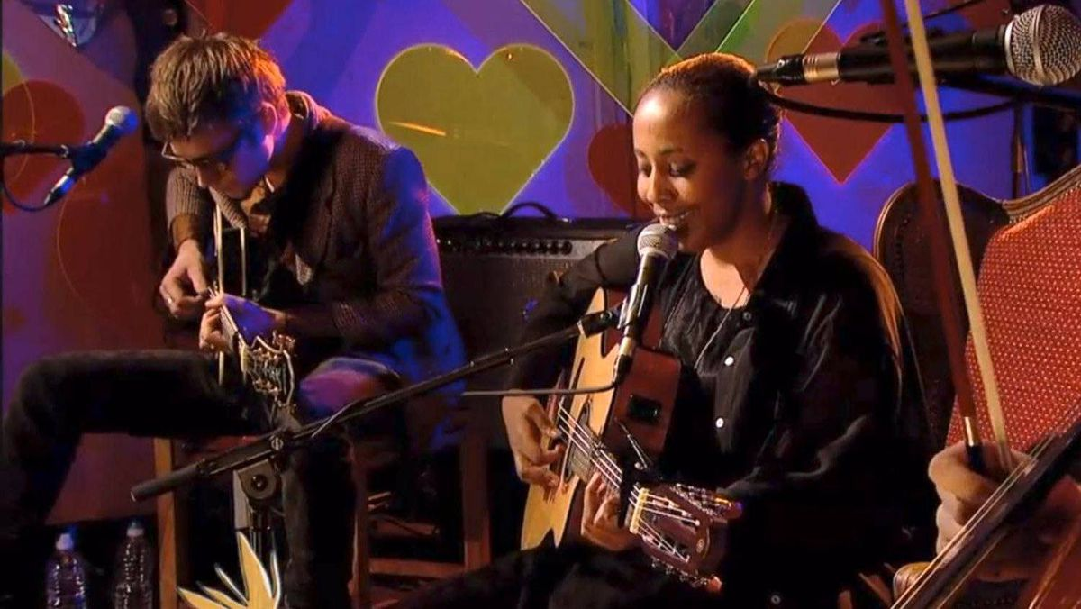 """YouTube framegrab of Cold Specks performing """"Holland"""" from her new album """"I Predict a Graceful Expulsion"""" during a live performance on Other Voices."""