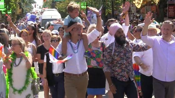 Video: Trudeau, Singh and May walk together in Vancouver Pride Parade; Scheer skips event
