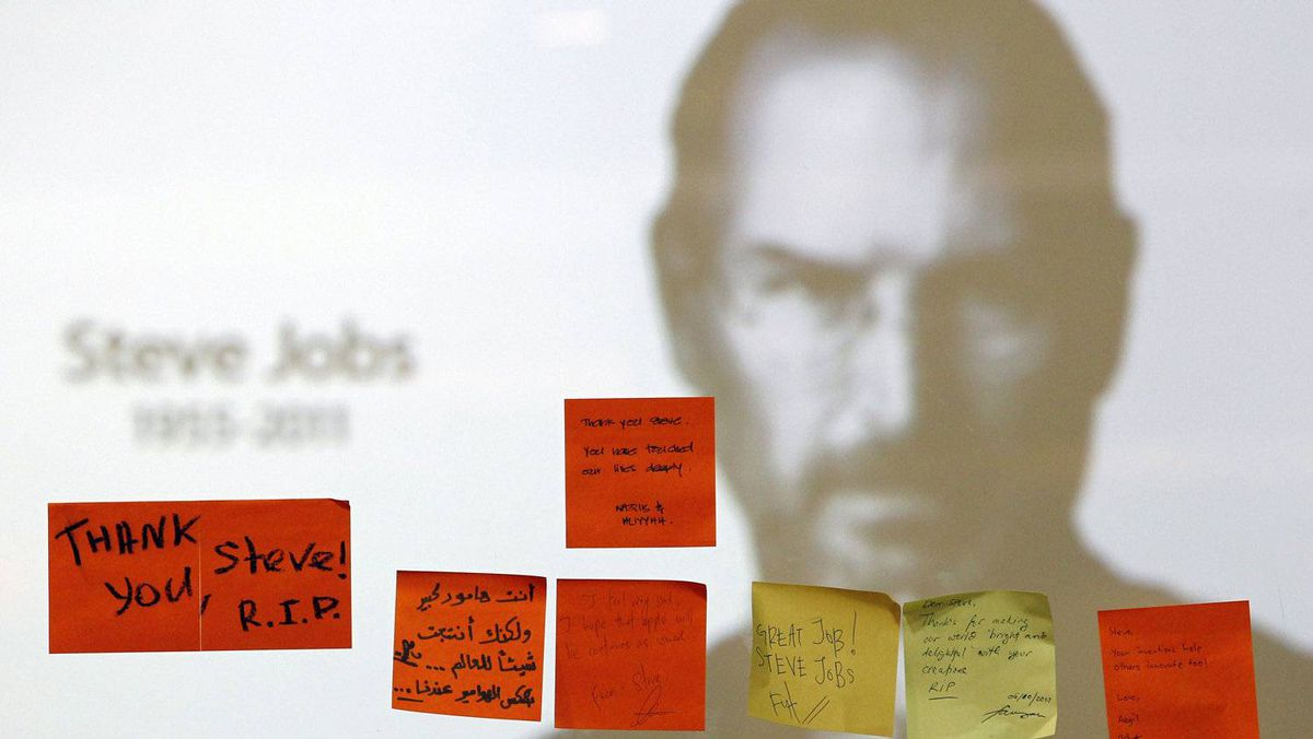 Tributes to the late Steve Jobs are posted at an Apple Store in Kuala Lumpur October 7, 2011.