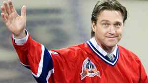 Patrick Roy should weigh what he would give up against what he would gain if he decides to leave a sweet set-up in junior hockey to become an NHL coach, according to Dale Hunter, a man who knows both ends of that situation. FILE PHOTO: THE CANADIAN PRESS/Nathan Denette