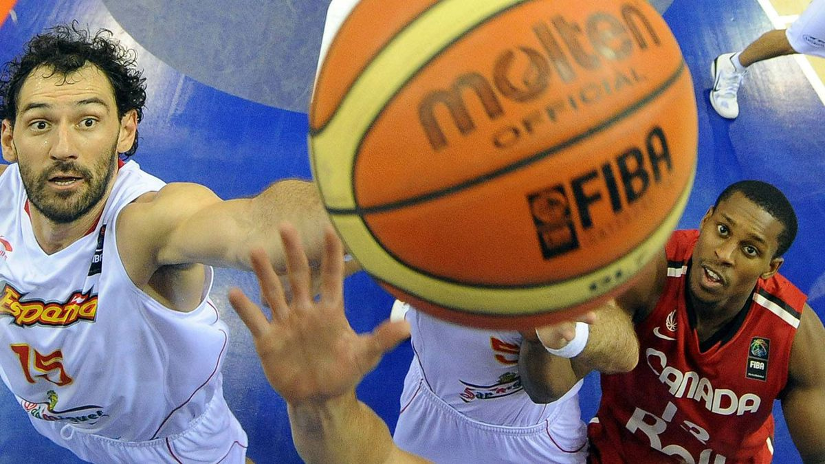Spain's Jorge Garbajosa (L) vies with Canada's Jevohn Shepherd during the preliminary round match of the Group D between Spain and Canada at the FIBA World Basketball Championships in Izmir, on September 2, 2010. Spain won Canada 89-67. Getty Images/ FRANCK FIFE