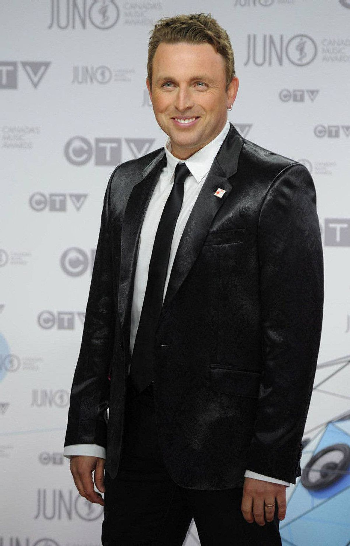 Johnny Reid poses on the red carpet as he arrives at the Juno Awards in Ottawa, Sunday April 1, 2012.