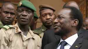 Coup leader Amadou Haya Sanogo, (C), stands with Mali's parliamentary head Dioncounda Traore, right, at junta headquarters in Kati, outside Bamako, Mali Monday, April 9, 2012.